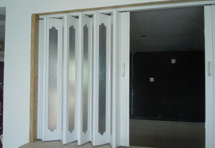 Interior PVC Folding Door , Plastic Accordion Sliding Door 0.1-0.3 m / s Opening Speed dostawca